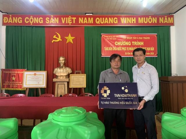 Tân Á Đại Thành tặng bồn nước cho người nghèo 12 tỉnh miền Tây Nam Bộ