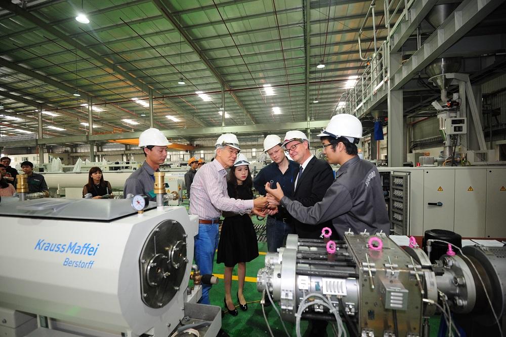 Bắt tay người Đức, Tân Á Đại Thành sản xuất ống nhựa siêu bền