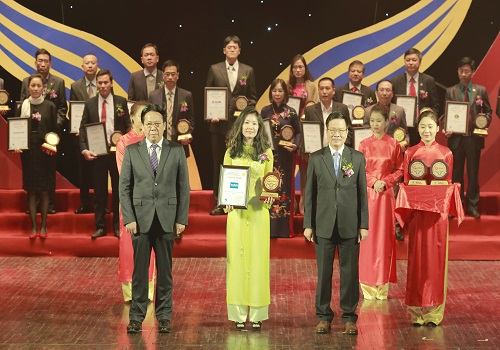 Tân Á Đại Thành nhận giải thưởng Top 10 Nhãn hiệu hàng đầu Việt Nam 2017