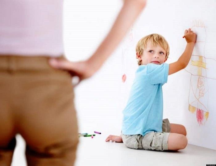 Nhà có trẻ nhỏ dễ vẽ bậy lên tường