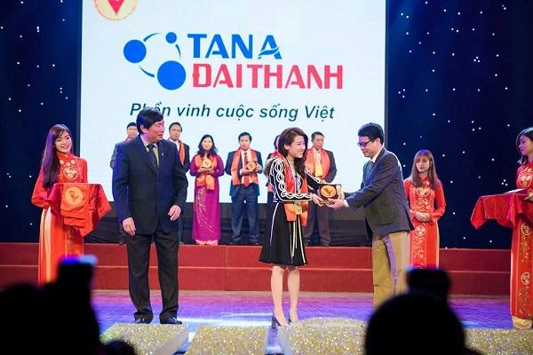 Tân Á Đại Thành – Top 10 Doanh nghiệp Hàng Việt Nam được người tiêu dùng ưa thích 2015 1