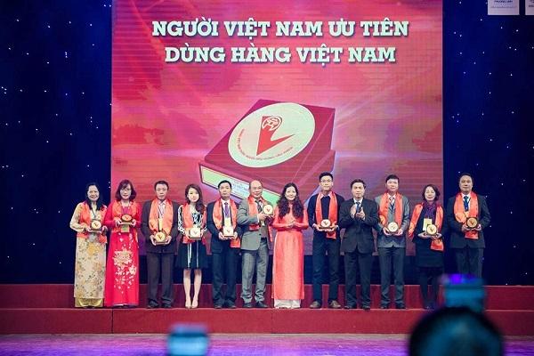 Tân Á Đại Thành – Top 10 Doanh nghiệp Hàng Việt Nam được người tiêu dùng ưa thích 2015 2