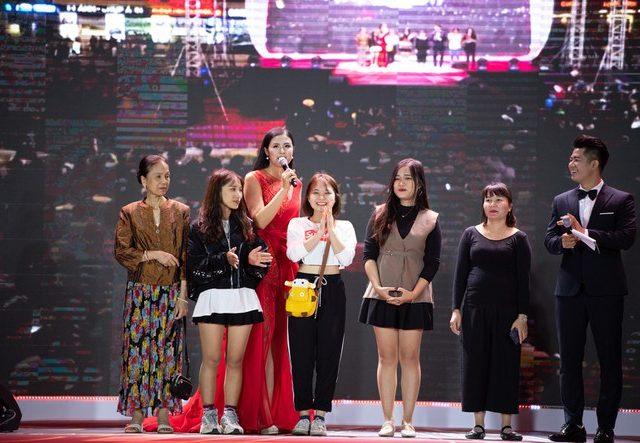 Tân Á Đại Thành Trao Quà Tặng May Mắn Cho Khách Hàng Sự Kiện The Color Queen