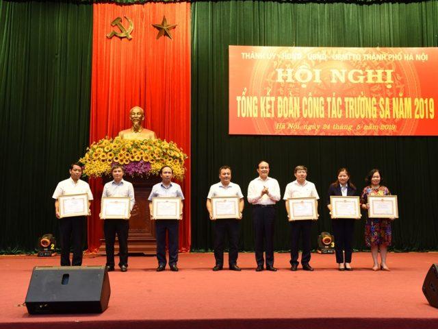 Tân Á Đại Thành được trao tặng bằng khen vì những đóng góp trong việc ủng hộ quân và dân huyện đảo Trường Sa.