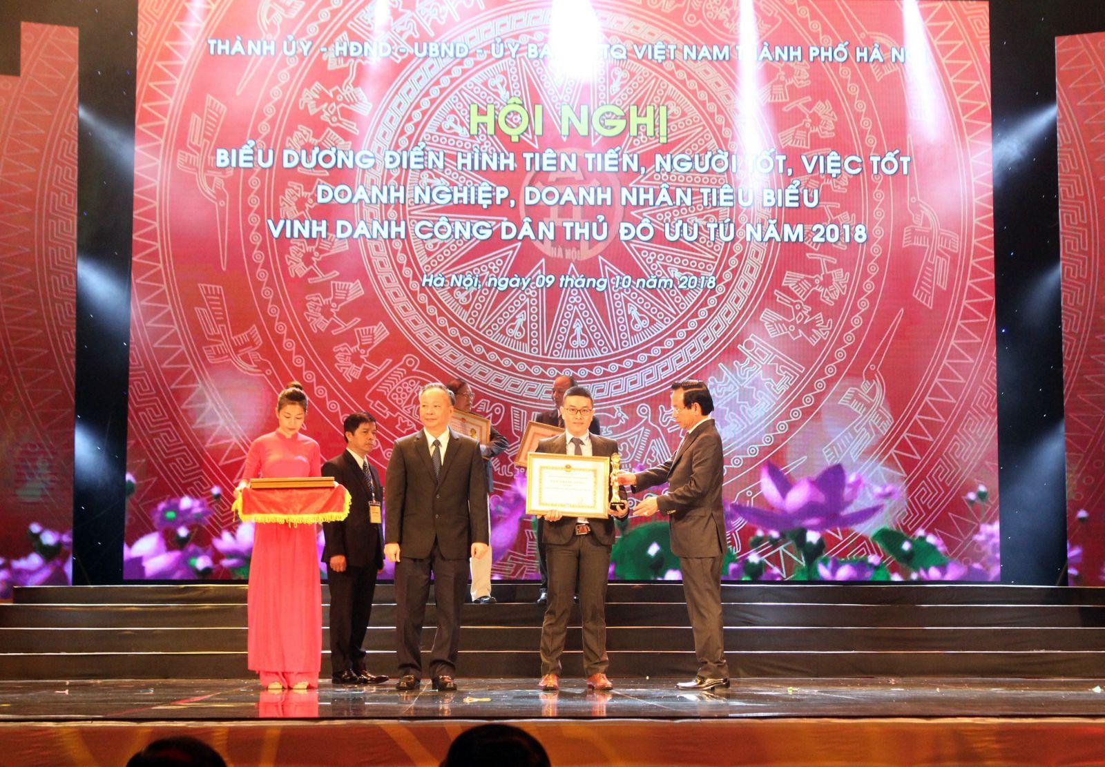 Tân Á Đại Thành vinh dự được trao tặng Cúp Thăng Long 2018