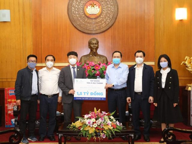 Tập đoàn Tân Á Đại Thành đã trao tặng 300 Máy lọc nước, trị giá 1,5 tỷ đồng để lắp đặt tại các khu vực cách ly.