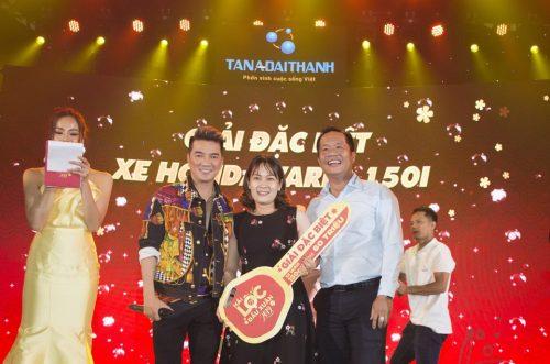Đại sứ thương hiệu ca sĩ Đàm Vĩnh Hưng giao lưu với khách mời và trao giải đặc biệt tại sự kiện