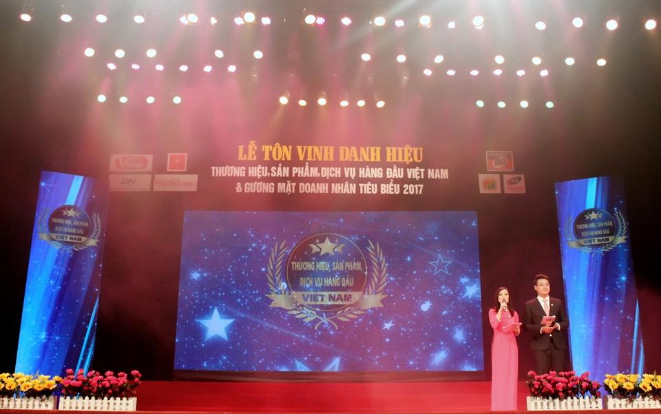 """Lễ Công bố và tôn vinh doanh nghiệp """"Thương hiệu, Sản phẩm, Dịch vụ hàng đầu Việt Nam"""" 2017."""