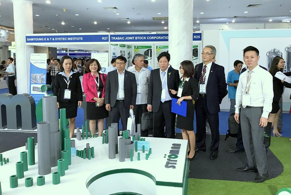 Ông Cao Lại Quang – Chủ tịch Hiệp Hội Cấp Thoát Nước Việt Nam, Nguyên Thứ Trưởng Bộ Xây Dựng đến thăm gian hàng Ống nhựa và Phụ kiện Ströman.