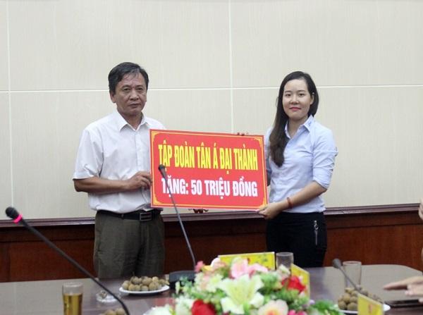 Tân Á Đại Thành trao tặng 50 triệu đồng cho U11 Hưng Yên 2