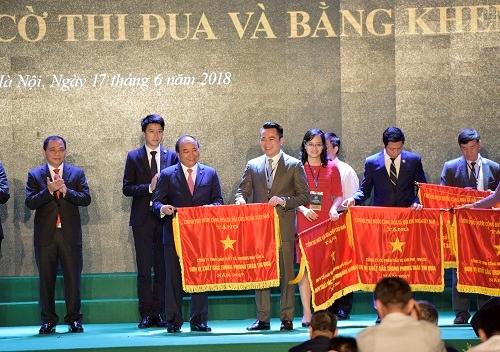Tân Á Đại Thành vinh dự nhận cờ thi đua của Thủ tướng Chính phủ 1