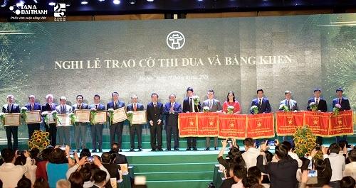 Tân Á Đại Thành vinh dự nhận cờ thi đua của Thủ tướng Chính phủ 2