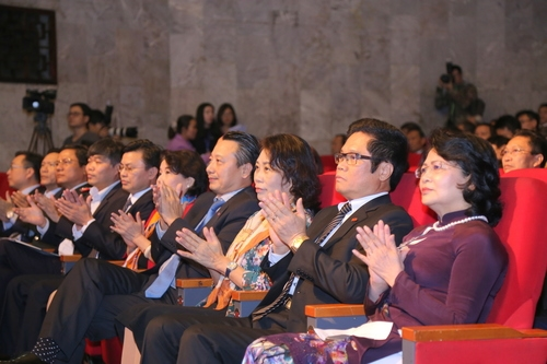 Tham dự buổi lễ có Phó Chủ tịch nước Đặng Thị Ngọc Thịnh, đại diện lãnh đạo các bộ, ban, ngành cùng các doanh nghiệp tiêu biểu.