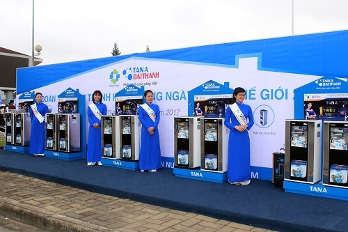 Gian hàng giới thiệu sản phẩm và trải nghiệm máy lọc nước R.O Tân Á Đại Thành