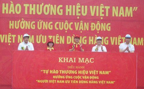 Các đại biểu Trung ương và Thành phố thực hiện nghi lễ phát động Lễ diễu hành