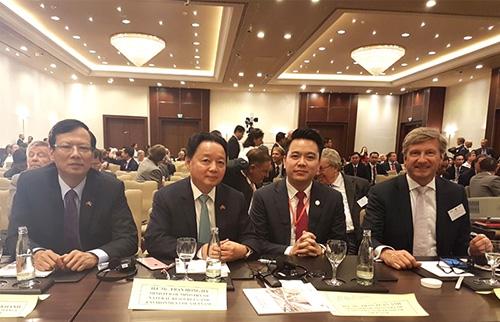 TGĐ Tập đoàn Tân Á Đại Thành Ông Nguyễn Duy Chính cùng đoàn đại biểu cấp cao