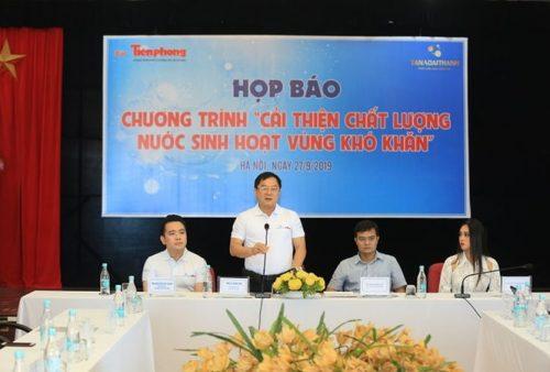 Nhà báo Lê Xuân Sơn, Tổng biên tập báo Tiền Phong phát biểu khai mạc chương trình. Ảnh - Như Ý