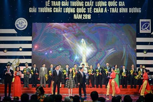 PTGĐ Tập đoàn Tân Á Đại Thành Nguyễn Phương Anh nhận Giải thưởng Chất lượng Quốc gia 2016