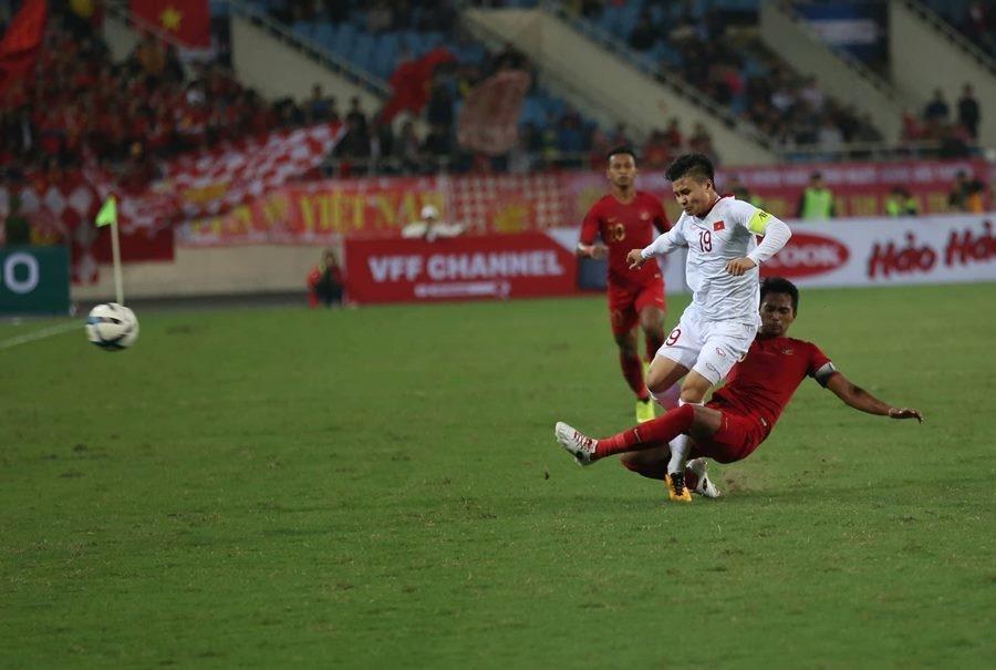 Quang Hải luôn là đối tượng được các cầu thủ đội bạn theo sát trong suốt trận đấu