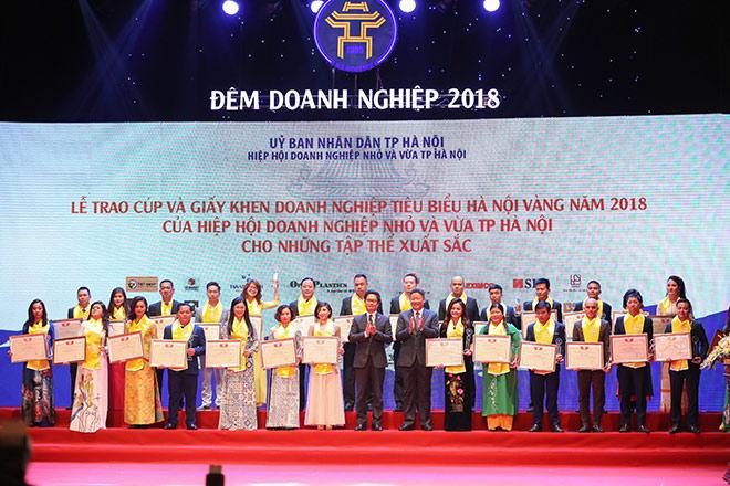 """Tập đoàn Tân Á Đại Thành được vinh danh trong """"Đêm Doanh nghiệp 2018"""""""