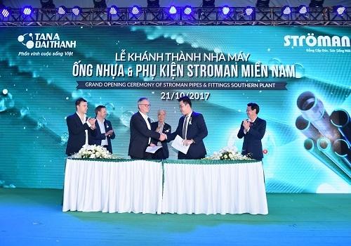 Lễ ký kết thỏa thuận hợp tác giữa Công ty Cổ phần Nhựa Ströman Việt Nam và Tập đoàn Krauss Maffei (Đức).