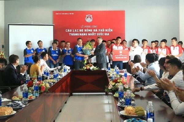 Lễ mừng công CLB Phố Hiến lên giải hạng nhất quốc gia 2019
