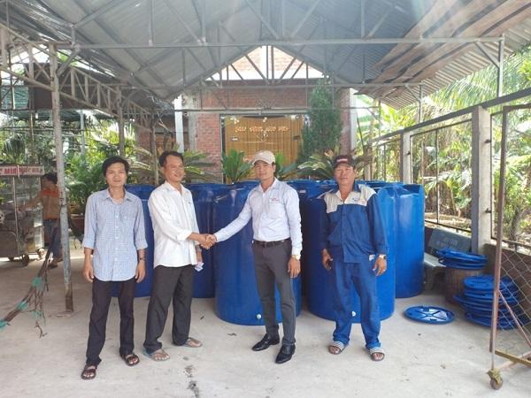 Tân Á Đại Thành kết hợp cùng Ủy ban Mật trận Tổ Quốc tỉnh Bến Tre trao tặng hơn 200 bồn nước cho người dân huyện Châu Thành 2