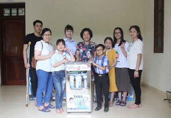 Tân Á Đại Thành: Tặng 05 máy lọc nước cho Trung tâm nghị lực sống