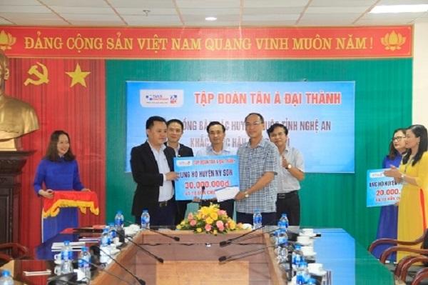 Tân Á Đại Thành ủng hộ đồng bào Nghệ An bị lũ lụt 30 bồn chứa nước