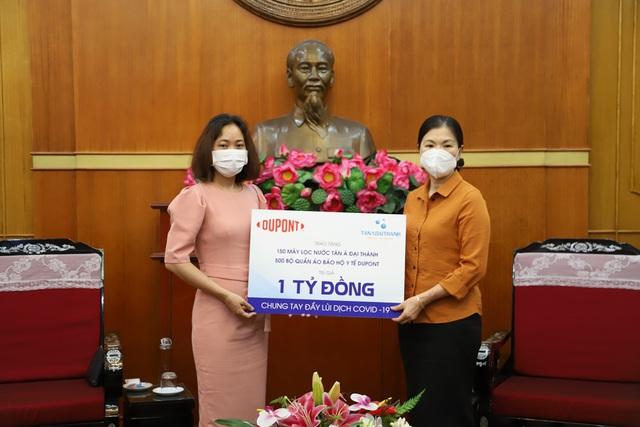 Tân Á Đại Thành và DuPont trao quà trị giá 1 tỷ đồng chống Covid-19