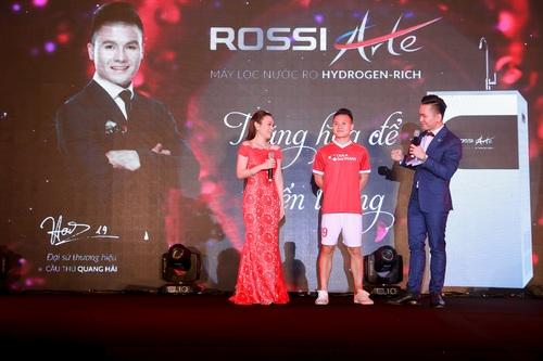 Tập đoàn Tân Á Đại Thành ra mắt nữ hoàng bình nước nóng Rossi Arte 4