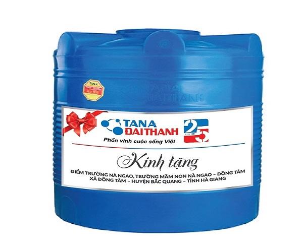 Tập đoàn Tân Á Đại Thành tặng 02 bồn nhựa EX1000 đứng (kèm ống nước) cho điểm trường Na Ngao, xã Đồng Tâm, huyện Bắc Quang, tỉnh Hà Giang