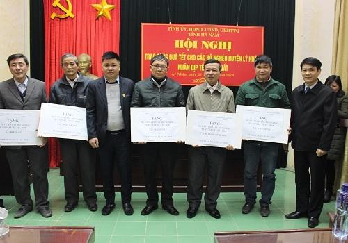 Tập đoàn Tân Á Đại Thành trao quà Tết tại huyện Lý Nhân, Hà Nam