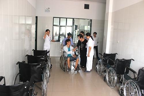 Tập đoàn Tân Á Đại Thành hi vọng những chiếc xe lăn này sẽ là món quà thiết thực, ý nghĩa, hỗ trợ đội ngũ y, bác sĩ bệnh viện trong công tác khám, chữa bệnh cho bệnh nhân.