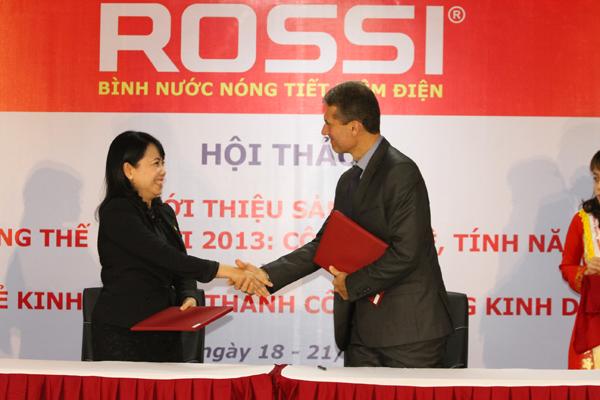 Bà Nguyễn Thị Mai Phương – Chủ tịch HĐQT, Tổng Giám đốc Tập đoàn  ký kết hợp đồng nguyên tắc năm 2014 với Ông Bertrand Buttin – Giám Đốc Kinh Doanh Tập đoàn Cotherm (Pháp) với sản lượng 400.000 bộ ổn nhiệt.