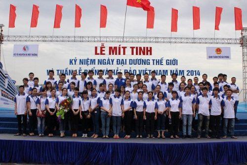 CBNV Tập đoàn Tân Á Đại Thành chụp ảnh lưu niệm tại buổi lễ
