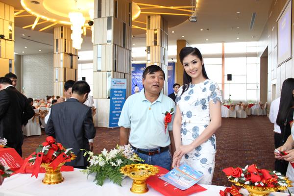 Hoa hậu Việt Nam 2010 Ngọc Hân – đại sứ hình ảnh sản phẩm Bình nước nóng Rossi, tham gia Hội thảo với vai trò Người dẫn chương trình.