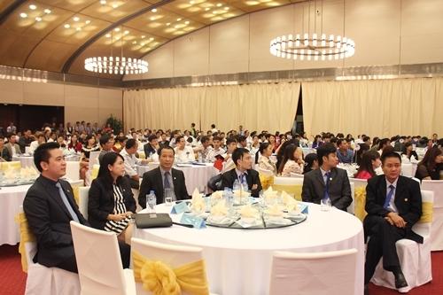 Đại diện ban lãnh đạo Tập đoàn Tân Á Đại Thành