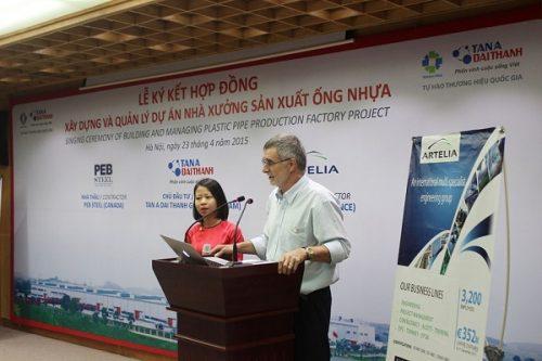 Ông Bruno D'Arcangues - Giám đốc Công ty TNHH Artelia Việt Nam phát biểu trong lễ ký kết