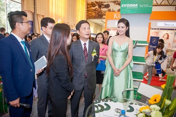 Bộ trưởng Bộ Công thương thăm quan gian hàng Stroman tại VietNam Expo 2016 2