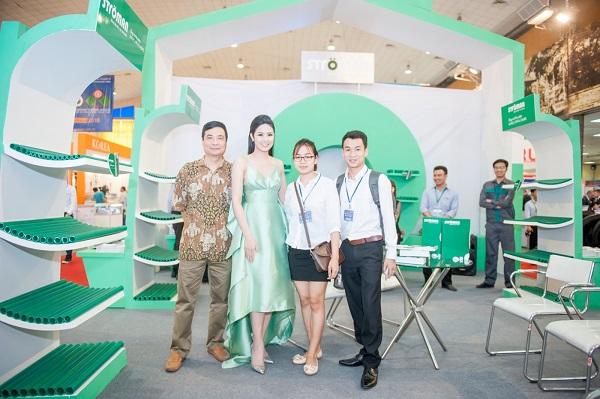 Bộ trưởng Bộ Công thương thăm quan gian hàng Stroman tại VietNam Expo 2016 3