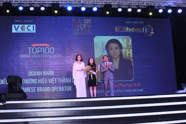 Phó Tổng giám đốc Phương Anh vinh dự nhận giải Top 10 Phong cách doanh nhân 1