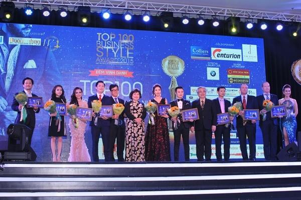 Phó Tổng giám đốc Phương Anh vinh dự nhận giải Top 10 Phong cách doanh nhân 2