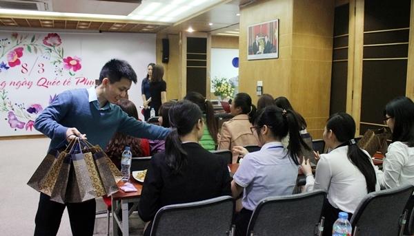 Phụ nữ Tân Á Đại Thành rạng rỡ ngày 8-3 2
