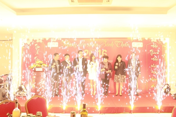 Tân Á Đại Thành: 200 cá nhân, tập thể xuất sắc vinh danh trong lễ tổng kết 1