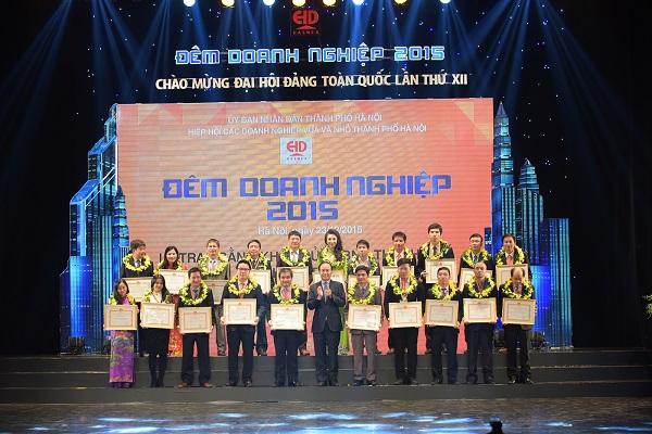 """Tân Á Đại Thành đón nhận bằng khen của UBND Tp Hà Nội trong chương trình """"Đêm doanh nghiệp 2015"""" 2"""