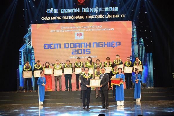 """Tân Á Đại Thành đón nhận bằng khen của UBND Tp Hà Nội trong chương trình """"Đêm doanh nghiệp 2015"""" 1"""