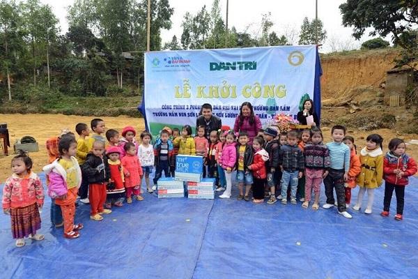 Tân Á Đại Thành tài trợ 100 triệu đồng xây dựng phòng học tại Yên Bái cùng báo Dân Trí 1