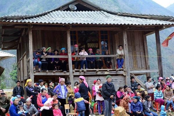 Tân Á Đại Thành tài trợ 100 triệu đồng xây dựng phòng học tại Yên Bái cùng báo Dân Trí 2