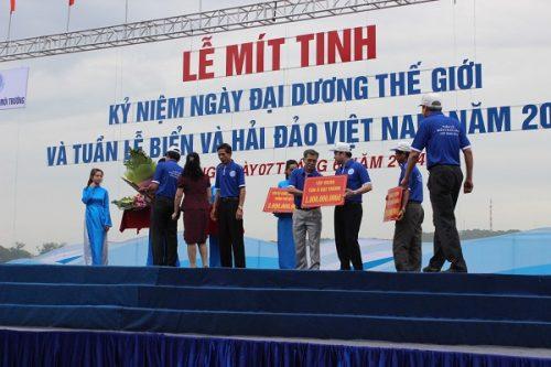 Tập đoàn Tân Á Đại Thành trao tặng 01 tỷ đồng hỗ trợ ngư dân bám biển
